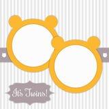 Carta della doccia di bambino con Sunny Yellow Bears And Stripes gemelli del ` s Fotografia Stock