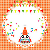Carta della festa di compleanno con il gufo sveglio Immagini Stock