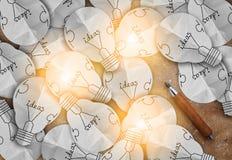 Carta della lampadina di idee sul fondo marrone di struttura jpg Fotografie Stock