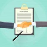 Carta di Contract Sign Up dell'uomo d'affari della stretta di mano Fotografia Stock Libera da Diritti