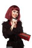 Carta di credito e raccoglitore felici della holding della donna Fotografia Stock