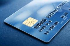 Carta di credito fredda blu Fotografie Stock Libere da Diritti