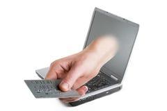 Carta di credito in linea fotografia stock
