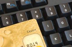 Carta di credito una tastiera Fotografie Stock Libere da Diritti