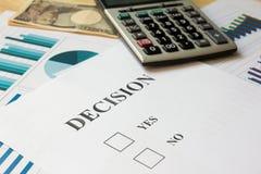 Carta di decisione, calcolatore, grafico finanziario, grafico, Yen giapponese Immagine Stock