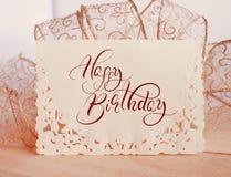 Carta di festa del fondo con il buon compleanno del testo Iscrizione di calligrafia Fotografia Stock