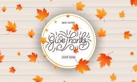 Carta di giorno di ringraziamento L'elasticità ringrazia la calligrafia e le foglie di autunno di caduta su fondo di legno Insegn Fotografia Stock