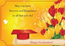 Carta di graduazione con il cappuccio, il diploma, il croco ed i tulipani Immagine Stock