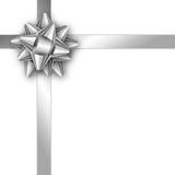 Carta di regalo della festa con il nastro e l'arco d'argento Modello per un bus Fotografie Stock