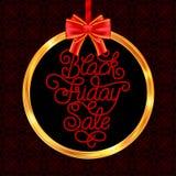 Carta di regalo della festa con la mano che segna vendita con lettere di Black Friday Immagine Stock