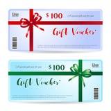 Carta di regalo o buono di regalo con l'arco rosso e verde brillante Fotografia Stock