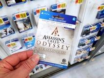Carta di regalo di un video gioco in una mano fotografie stock libere da diritti