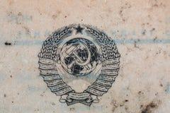 Carta di registrazione sovietica Cappotto delle braccia Amon ingiallito annata immagine stock