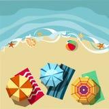 Carta di vacanza con gli ombrelli di spiaggia illustrazione vettoriale