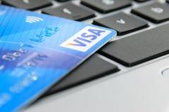 Carta di visto su una tastiera del computer portatile Fotografia Stock