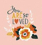 Carta disegnata a mano del biglietto di S. Valentino con i fiori ed iscrizione - ` siete così amato ` Progettazione floreale di a Fotografia Stock