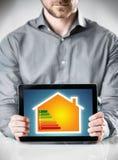 Carta do uso eficaz da energia em um tablet pc Imagens de Stock Royalty Free