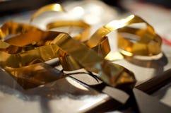 Carta dorata riccia Immagini Stock Libere da Diritti