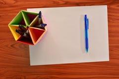 Carta e penne Immagini Stock Libere da Diritti