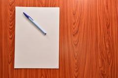 Carta e penne Immagine Stock