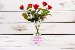 Carta e rose di giorno del ` s della madre Fotografia Stock Libera da Diritti