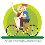 Carta felice di giorno di amicizia 4 amici di August Best che guidano una bicicletta arancio Fotografia Stock Libera da Diritti