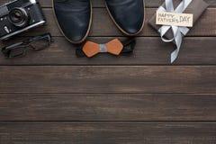 Carta felice di giorno di padri su fondo di legno rustico Fotografia Stock