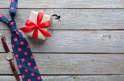 Carta felice di giorno di padri su fondo di legno rustico Fotografie Stock