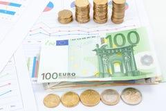 Carta financeira e gráficos do negócio e Fotos de Stock Royalty Free