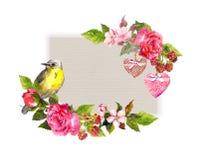 Carta floreale d'annata per nozze, progettazione del biglietto di S. Valentino Fiori, rose, bacche, cuori d'annata, uccello Strut Immagini Stock
