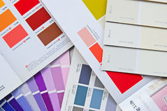 Carta, livro, catálogo e cartão do fã da cor para a pintura de casa Foto de Stock Royalty Free
