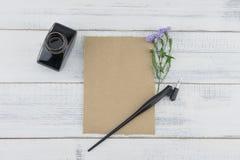 Carta marrone in bianco con a penna ed inchiostro obliquo Immagine Stock Libera da Diritti