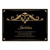 Carta orizzontale d'annata elegante dell'invito, nera con l'ornamento di filtraggio dell'oro L'ornamento è fatto nello stile vitt Fotografie Stock