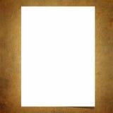 Carta per appunti in bianco sul vecchio fondo del bordo Fotografie Stock
