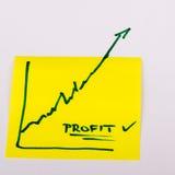 Carta per appunti con il grafico commerciale di finanza che va su - profitto Fotografia Stock Libera da Diritti