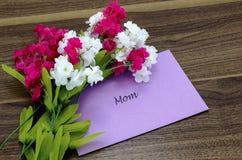 Carta per la mamma con i fiori rosa e bianchi Immagine Stock Libera da Diritti