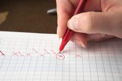 Carta reattiva con la penna rossa Fotografie Stock Libere da Diritti