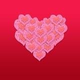 Carta rosa di San Valentino del cuore su fondo rosso, fiori rosa Immagini Stock Libere da Diritti