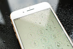 Carta SIM impermeabile più di IPhone 7 non inserita Fotografia Stock Libera da Diritti