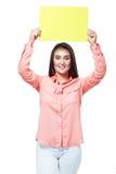 Carta sorridente della tenuta della donna di affari immagine stock libera da diritti