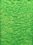 Carta velina verde intenso sgualcita e piegata Immagine Stock