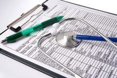 Carta y estetoscopio médicos Fotografía de archivo libre de regalías