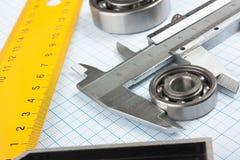 Cartabón y calibrador con el cojinete foto de archivo libre de regalías