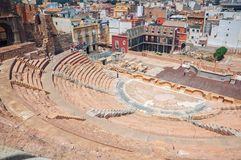 Римский театр в Cartagena, Испании с людьми Стоковая Фотография