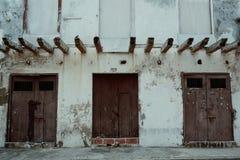Cartagena/Colombia - 19 MARS 2016: klassisk byggnad för typisk historiskt arv inom den gamla staden royaltyfri fotografi
