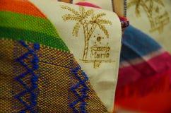 CARTAGENA KOLUMBIA, PAŹDZIERNIK, -, 27, 2017: Zamyka up selekcyjna ostrość kapelusz w jawnym rynku w Cartagena Fotografia Royalty Free