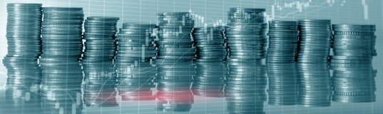 Cartas conservadas em estoque das moedas Gráfico da troca do mercado de valores de ação e carta do castiçal Conceito do investime imagens de stock