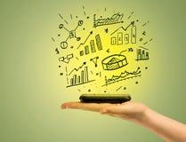 Cartas das vendas sobre o telefone celular à disposição Imagens de Stock