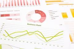 Cartas de negocio, análisis de datos, estudio de mercados, econo global Fotos de archivo libres de regalías