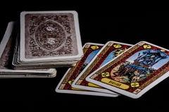Cartas de tarot en la tabla imagen de archivo libre de regalías